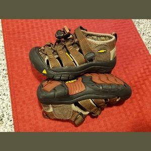 Keen size 9 toddler sandals.